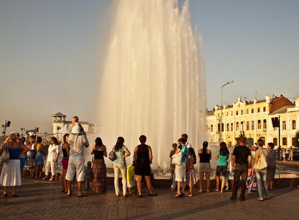 Представление музыкального фонтана в Астрахани