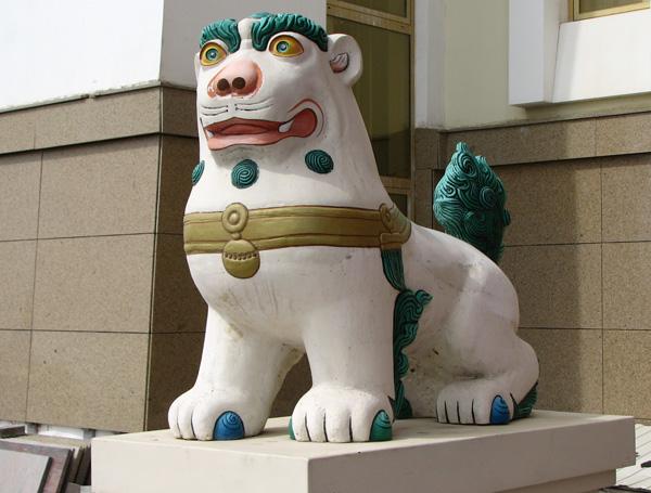 лев на входе в храм
