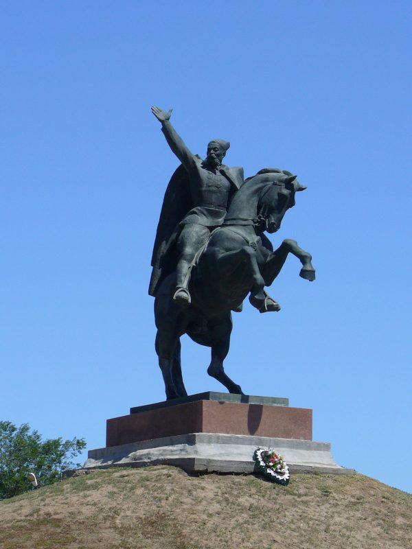 Памятники вов в элисте цены на памятники москва Головинское