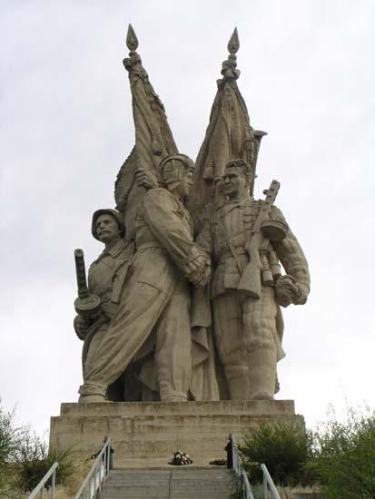 монумент Соединение фронтов